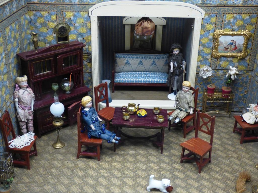 dollhouse-1311358_1920 (1)